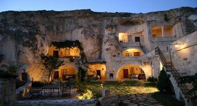 فندق الكهف في تركيا .... cave_hotel_01.jpg