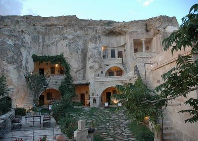 فندق الكهف في تركيا .... cave_hotel_09.jpg