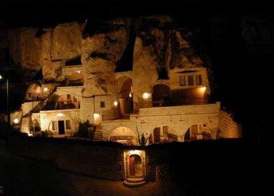 فندق الكهف في تركيا .... cave_hotel_10.jpg