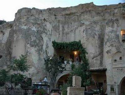 فندق الكهف في تركيا .... cave_hotel_11.jpg