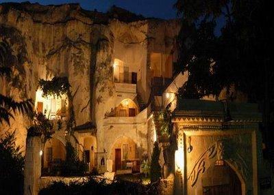 فندق الكهف في تركيا .... cave_hotel_13.jpg
