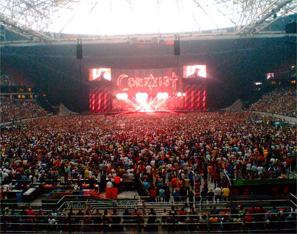 u2 vertigo tour 16 07 2005 amsterdam arena travel and lifestyle diaries career woman. Black Bedroom Furniture Sets. Home Design Ideas
