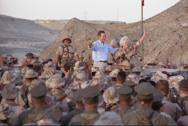 george-barbara-bush-thanksgiving-dinner-troops.jpg