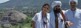 La Gurumay Fatima GG::, El Sheikh GG:: y el Guru Ahmed Mehir Lic. Dino De Labra en Teotihuacan