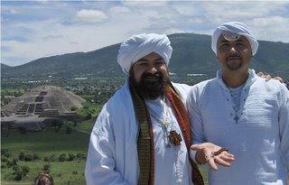 Con el Tashbii en manos del Guru Ji despues de su activacion