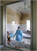 A bird flu patient receives care in Bac Mai hospital in Hanoi, Vietnam, July 11, 2005. (©AP/WWP)