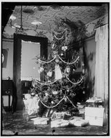 Christmas tree in the Wright home, Wilbur and Orville Wright Papers, Manuscript Division, Library of Congress, Washington, D.C.