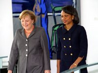 Chancellor Merkel welcomes Secretary Rice to the Chancery.