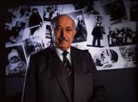 Simon Wiesenthal at the opening of the Museum of Tolerance, 1993.© Jim Mendenhall, 1993.
