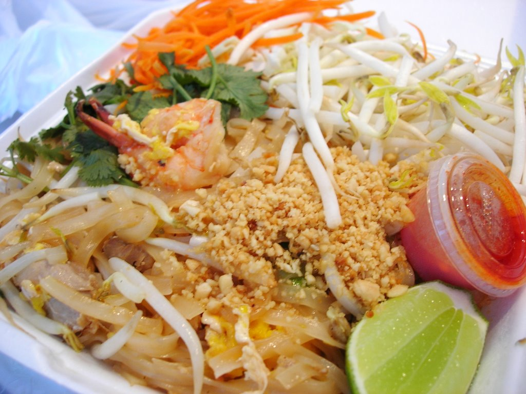 Foodie universe 39 s restaurant reviews restaurant review for Amazing thai cuisine north hollywood