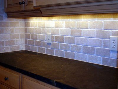 tumbled marble backsplash in brick pattern