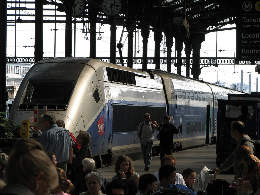 Paris to provence aboard the tgv out with the kids for Train marseille salon de provence