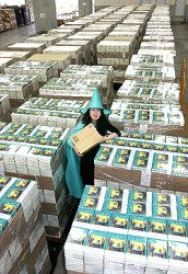 Yuko Matsuoka dresses in witch's attire at Amazon's Ichikawa distribution center.