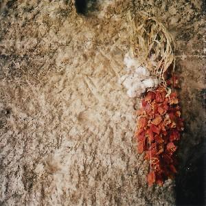 Turquie, Cappadoce, ail et poivrons dans une maison troglodyte