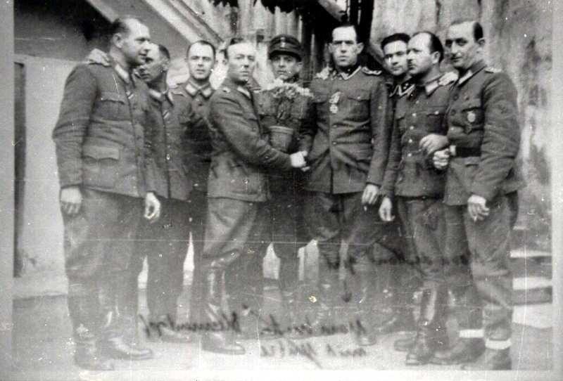 Miembros de la T4 en Trieste, Italia