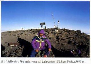 1° febbraio 1994. Dando Pignataro sulla vetta del Kilimanjaro, l'Uhru Peak a 5895 metri
