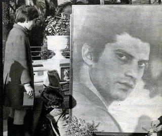 Fiori a Sanremo per Luigi Tenco