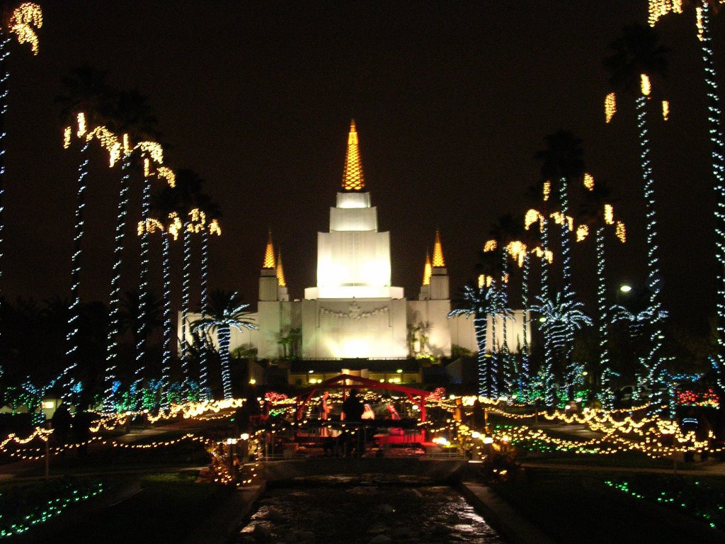 this next picture was taken from the fountain by the entrance here is the temple in all its christmas glory beautiful isnt it