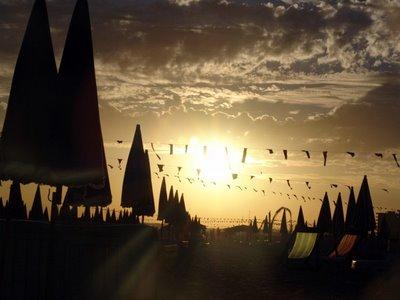 Por do sol na praia | Joaquim Folgado | Sony DSC-F828 | 20mm | ISO64 | 1/1250s | F/8
