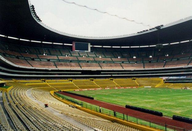 Estadios de f tbol del mundo for Puerta 1 estadio azteca