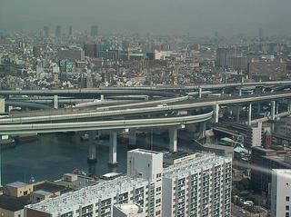 Cruce de autopistas flotantes