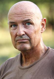 Locke (Terry O'Quinn)