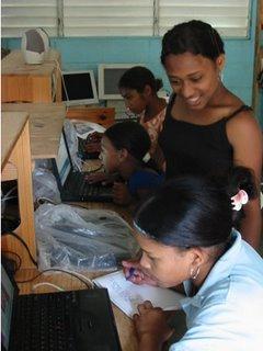 La solución a la brecha digital es que los pobres también puedan acceder a la tecnología