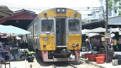 Market train in Samut Sakhon / Mahachai