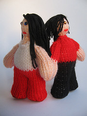 Knitted figures of Meg and Jack White by Cakeyvoice