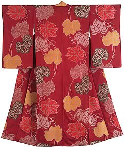 Kimono for a woman. Figured silk crêpe (omeshi chirimen) brocade-woven with lacquered threads (rama-ire) Japan, Taisho period, 1920-30. Montgomery Collection (C) www.vam.ac.uk
