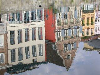 Desde la barca túrisca paseando por los canales de Gante