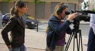 Dos de las realizadoras en un momento del rodaje