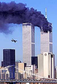 El avión, segundos antes de embestir al edificio