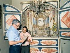 Mario Vargas Llosa en su visita al Museo Azorín de Monóvar en 1993
