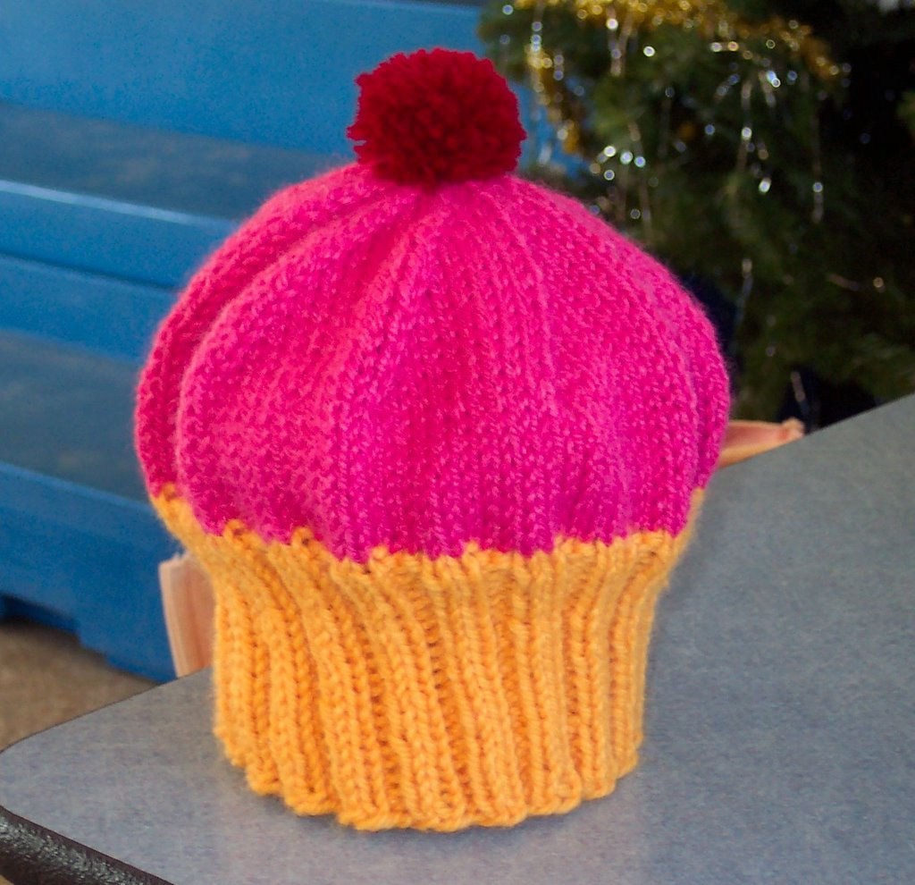 Knitted Hat Patterns For Toddlers Free : FunkyMoeKnits: Free Pattern- My Cupcake Hat