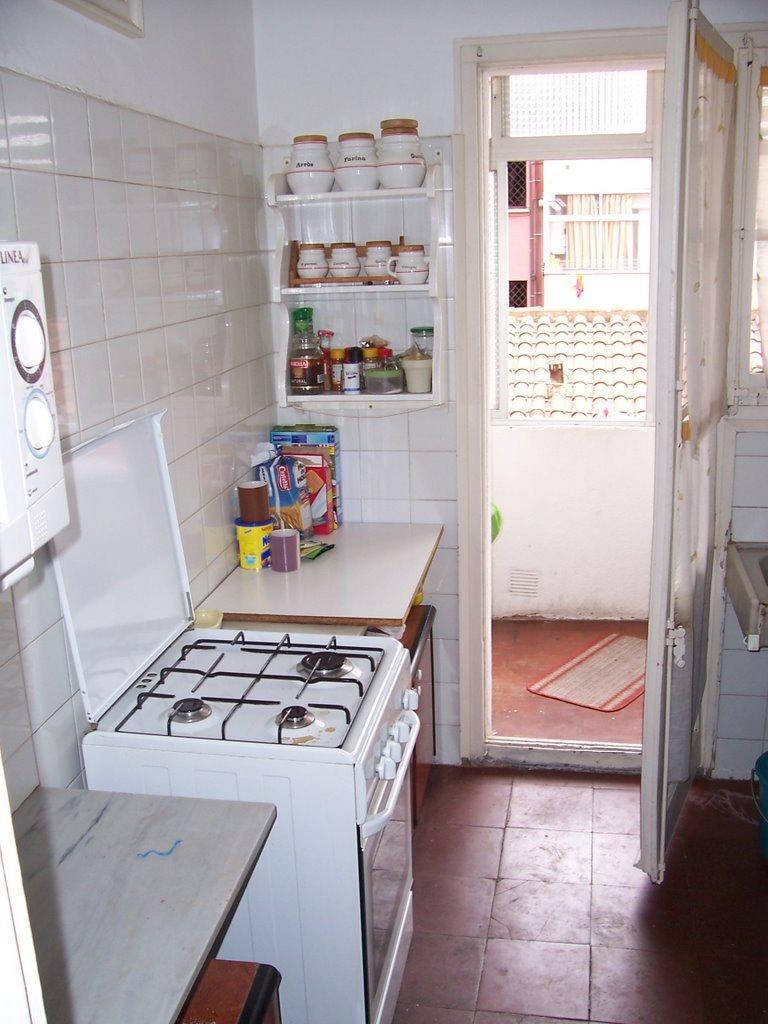 Vivir en barcelona mudanza for Cocina con cuarto de lavado