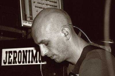 photo fête de la musique 2006, liège MAD café, creham, concert Jeronimo, kiosque à musique, photo dominique houcmant, goldo graphisme