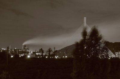 paysage de nuit, Kinkempois, Angleur, Ougrée - fumées du haut-fourneau et le pont haubané du Val-Benoît, copyright dominique houcmant, goldo graphisme