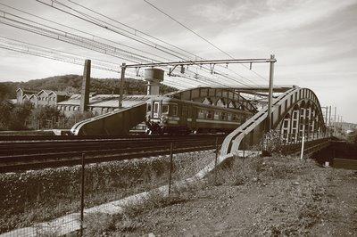 pont sur la voie ferrée, chênée, photo dominique houcmant