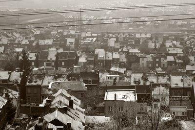 sclessin, ougrée, les toits sous la neige, photo dominique houcmant, goldo graphisme