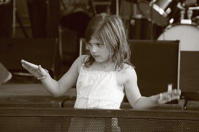 photo une fillette danse à la