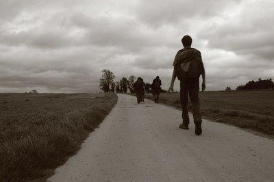 promenade pédestre - un chemin dans la campagne de Falmignoul, copyright dominique houcmant, goldo graphisme