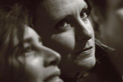 les yeux d'une femme dans la nuit, photo dominique houcmant, goldo graphisme