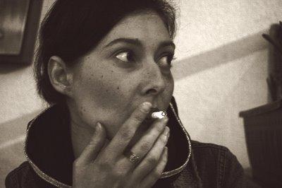 portrait de femme avec cigarette, photo dominique houcmant goldo graphisme