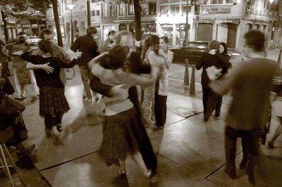 tango, place du marché, liège belgique, photo dominique houcmant, goldo graphisme