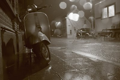 un scooter vespa sous la pluie, Vespa under the rain, Vespa bajo la lluvia, copyright dominique houcmant, goldo graphisme
