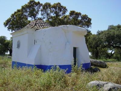 Anta Capela de S. Brissos. Foto do autor