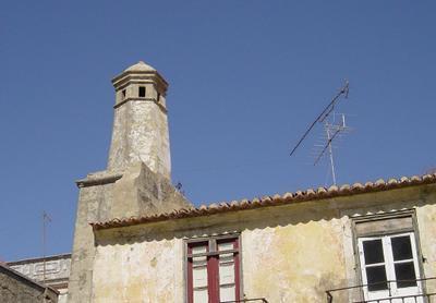 Chaminé em casa na Av. Luísa Todi: Setúbal. Foto do autor