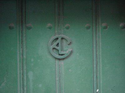 Marca em porta. Lisboa. Foto do autor