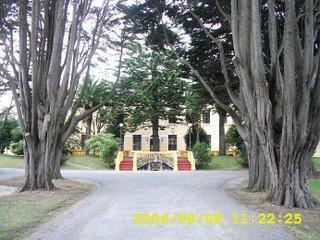 fachada do edificio principal do complexo Granxa Escola Pedro Murias